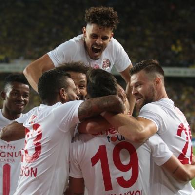 Antalyaspor oslava s Čelůstkou.jpg